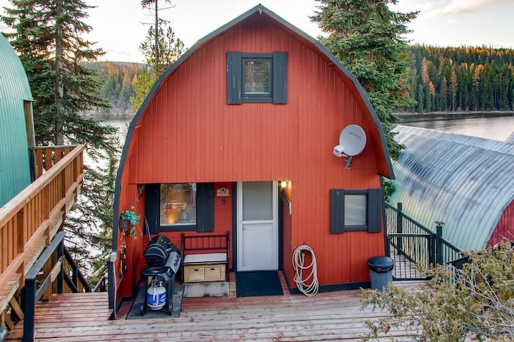 A-Framed Cottage with Extended Loft, with 3 Decks, Perfect Spot Families. - Friends Cottage 5
