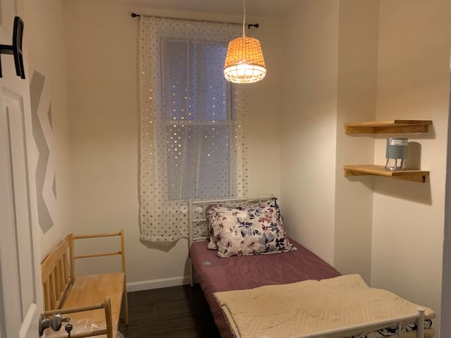 Cozy mini bedroom, 5 mins walk to PATH to NYC!!