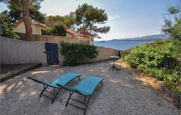 Holiday cottage with 1 bedroom on 45m² in Le Pradet