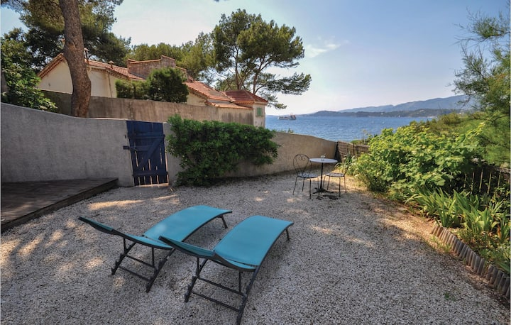 Nice home in Le Pradet with WiFi and 1 Bedrooms