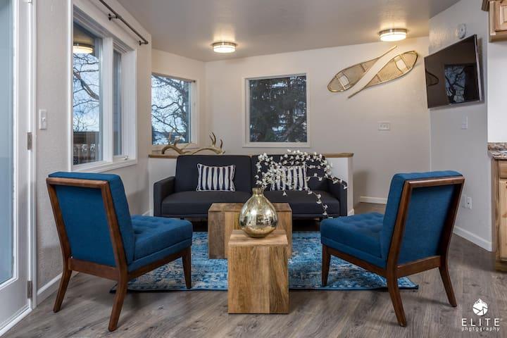 5 STAR Luxury 2 Bedroom - DOWNTOWN + Views & Deck