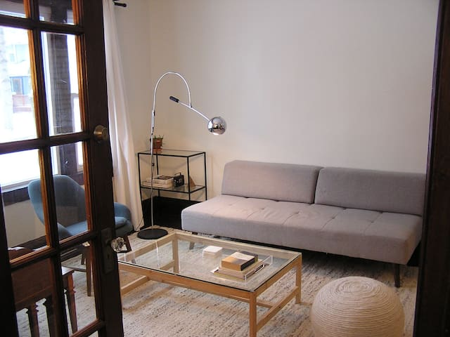 Huge Private Room near UR with Parking & Free Bike