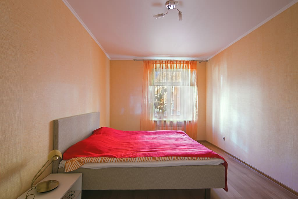 Уютная спальня, большая кровать 200х160 может быть раздельной