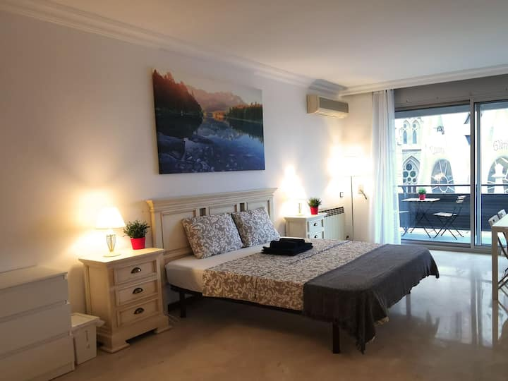 Large room for 6 people near Sagrada Familia