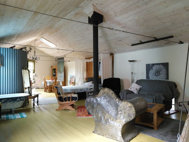 Authentic and Artsy Loft in the Laurentians