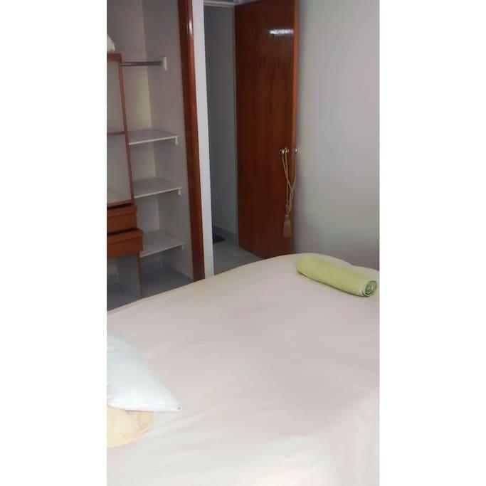 Habitación 2 con cama sencilla