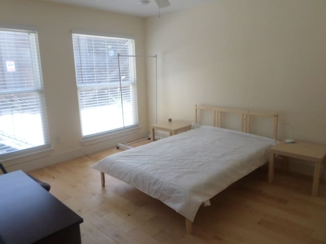 Great location Master BD with private shower