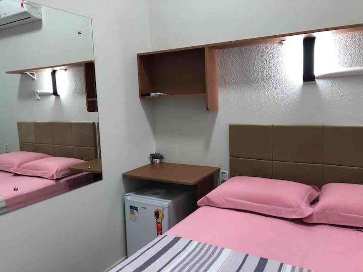 Suite conforto Ar cond. TV Cabo banheiro internet