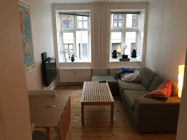 Apartment 10 min walk from city center.
