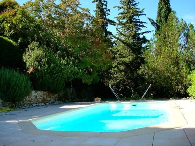 Big house with swimming-pool & Wifi