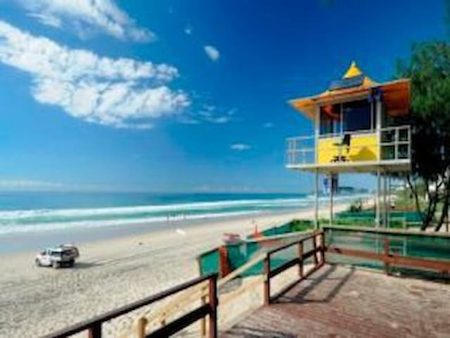 Relax and enjoy the beach and local bars/cafes.. - Miami - Apartment