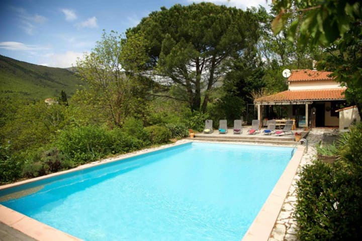 Wonderful Villa with large pool in the countryside