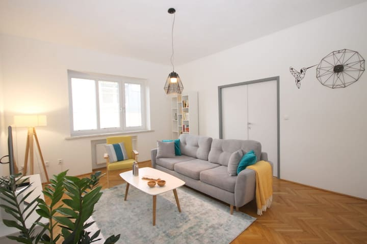 Modern Apartment 4 min from the main square