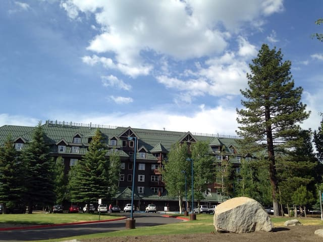 *Lake Tahoe Vacation Resort Studio Sleeps 2
