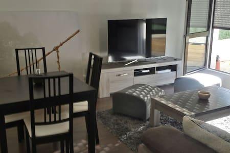2 pièces tout confort avec terrasse - Apartment