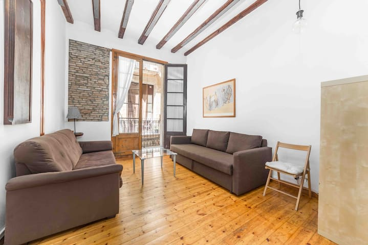 Room for 3 people in the Gothic quarter center BCN