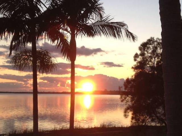 """LIMANI"" Lakefront & Beach Paradise"