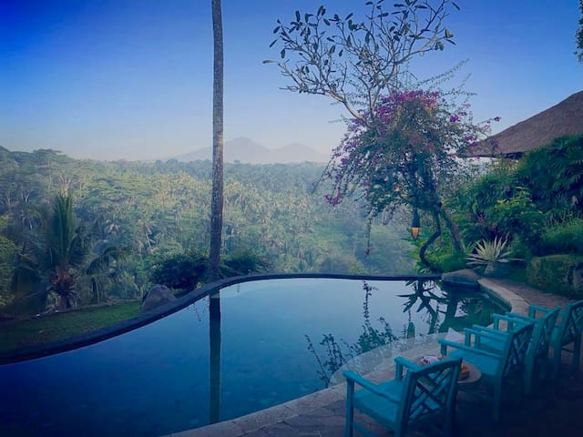 Classic suite in Ubud´s iconic property