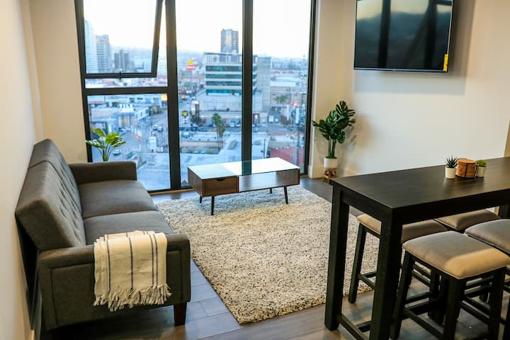 BRIGHT AND COZY APRT, GREAT LOCATION AND VIEW.