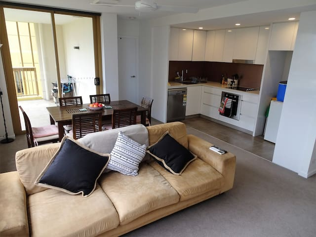 Private double bed, very close to the Valley & CBD - Bowen Hills - Appartement