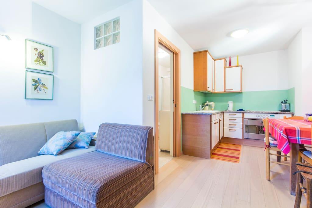 Cucina camera matrimoniale bagno tv piano terra for Camera matrimoniale e piani bagno