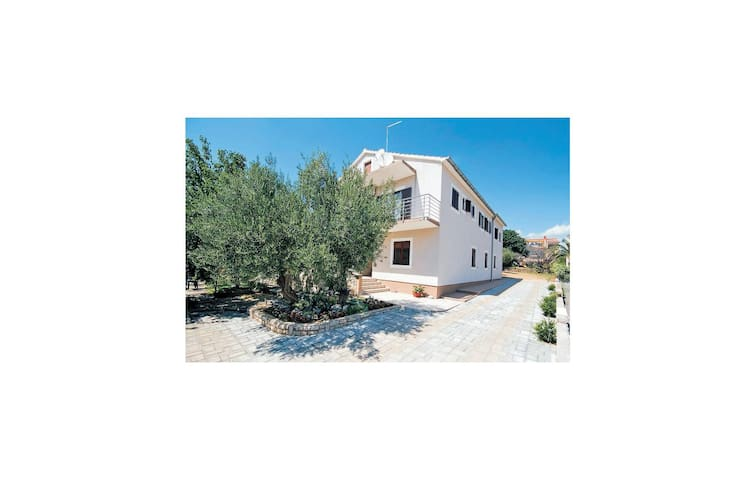 Holiday apartment with 2 bedrooms on 54m² in Srima