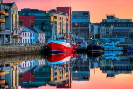 Waterside oasis in city centre - Galway - Byt