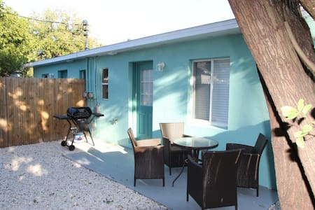 Madeira Getaway private units - Madeira Beach - Villa