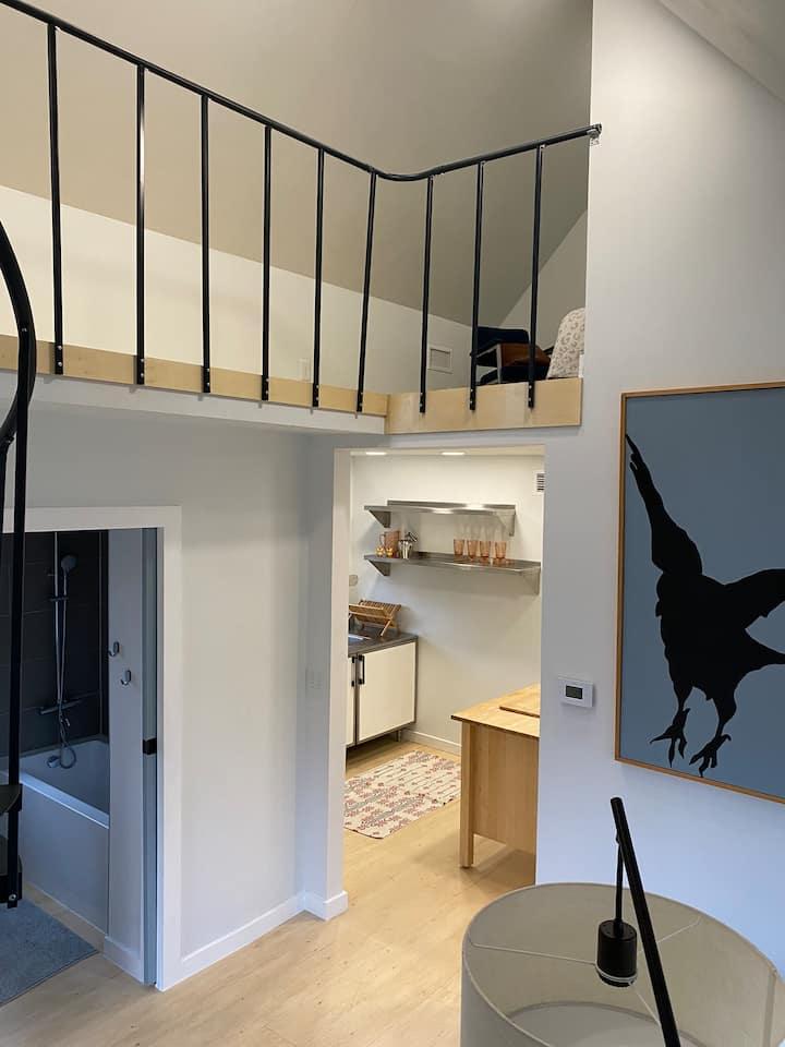 Modern Garage Loft Apartment- New