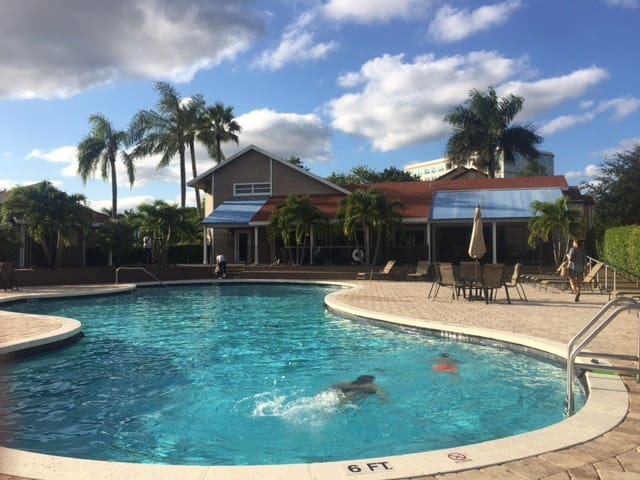 Special $38/ night 7 day min short stay $45/night - Boca Raton - House