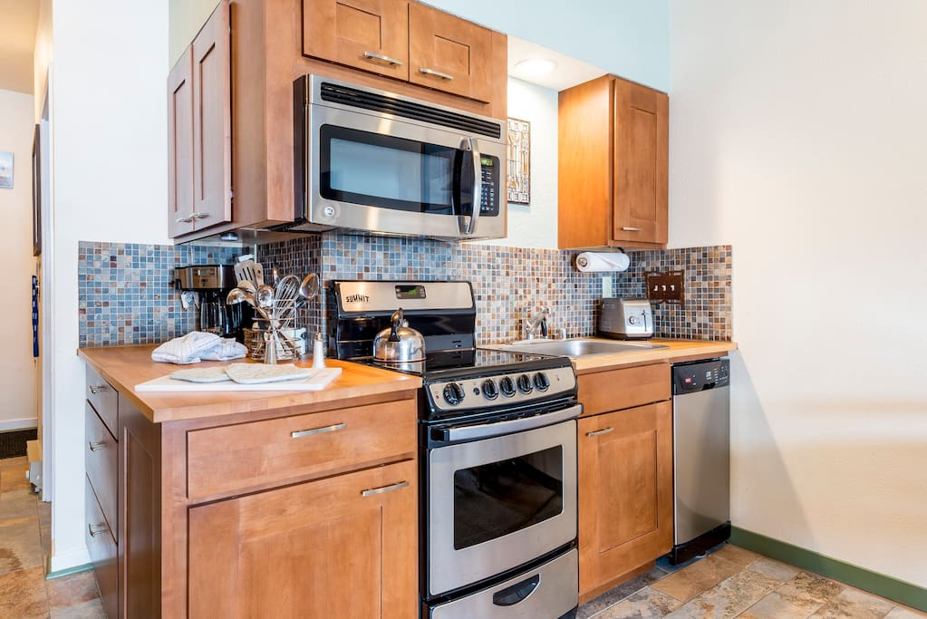 Stainless Steel Appliances and Soft-Close Drawers and Cabinets