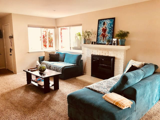 Comfortable Room/ Quiet+parking+Loundry!No Add fee