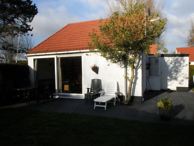 Nice holiday home near the beach! - Stellendam