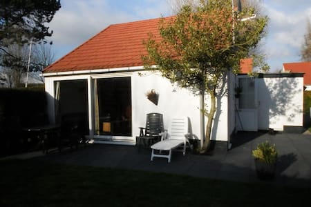 Nice holiday home near the beach! - Stellendam - Bungalow