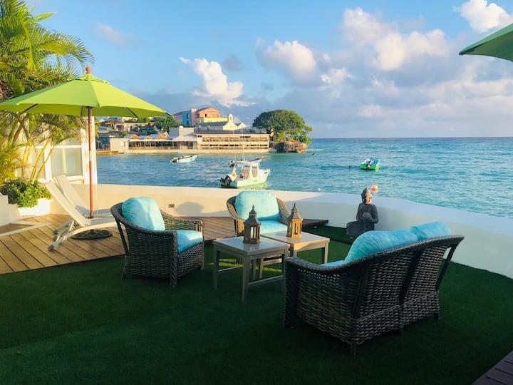 """Sunkiss"" Luxury 3 bdrm Beachfront Villa."