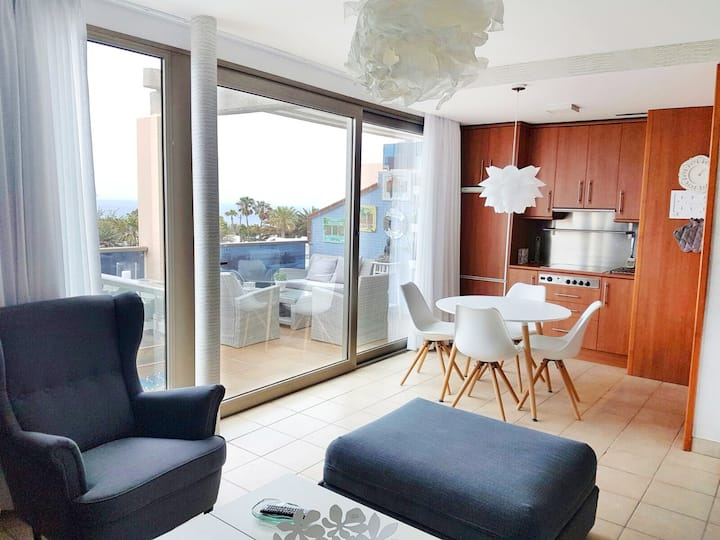 Sea View Updated & Modernised 2 Bedroom Apartment