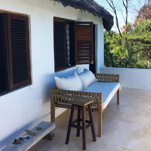 Brian's Beach House - Upstairs Apt, Shela, Lamu