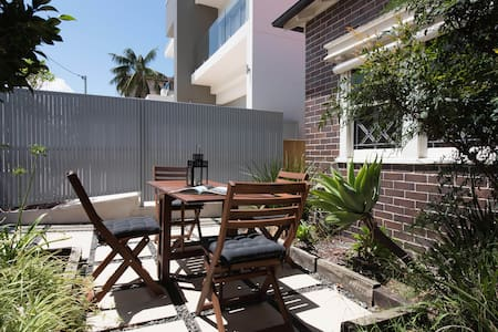 Enjoy a coastal walk-Coogee, private 1 b/room unit
