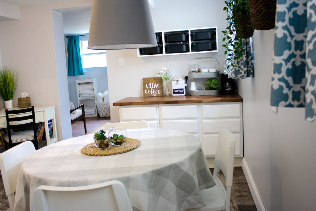 eat-in kitchen, desk for workspace