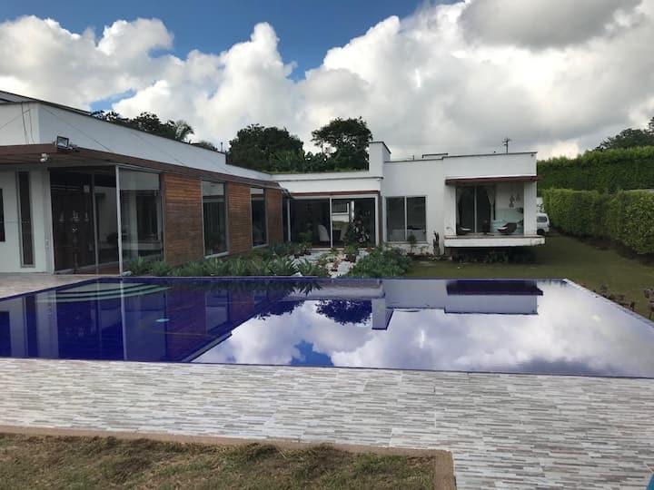 Hermosa casa campestre en Combia