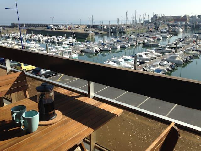 Grandcamp Maisy Appartement  sur le port, vue mer