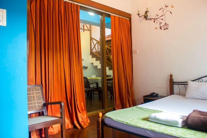 Villa Caroline - R111 @ Dona paula - Dona Paula - Bed & Breakfast