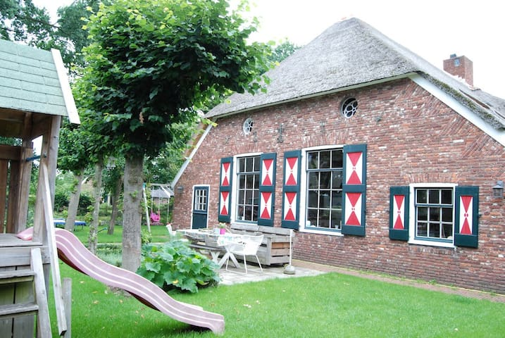 Modern verbouwde authentieke boerderij met zwembad - Hellendoorn - Casa de férias