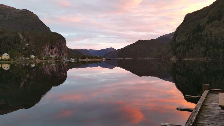 Farbspiel im Fjord