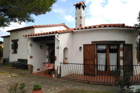 Preciosa casa con jardín a 4 km de playa. - Begur