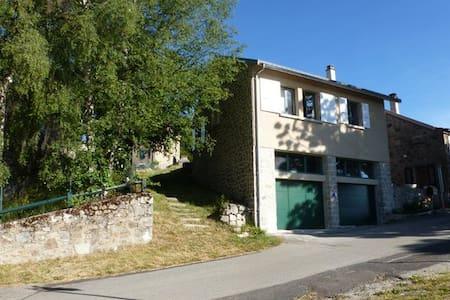 La petite maison du Chiniac - Saint-Agrève - Rumah