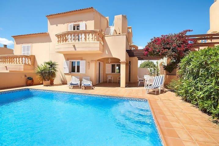 Ferienhaus nah am Strand mit Pool,WLAN,Klima - Cala Mandia - บ้าน