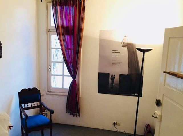 Chambre  à côté de l'Ambassade de France