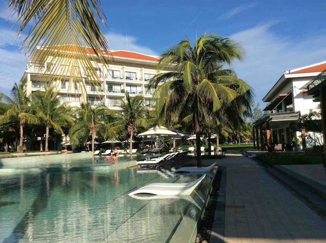 This is one of the largest resort pools in Danang and Hoi An, with a lap pool and jacuzzi. The pool is at the foot of the building.