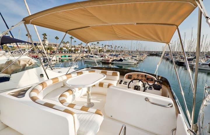 Beatiful Yacht whit terrace